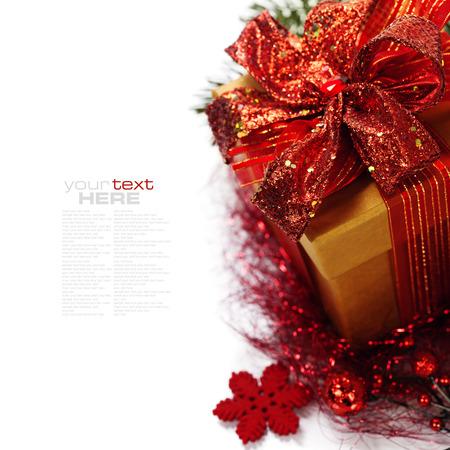 Kerst samenstelling met geschenkdoos en decoraties (met eenvoudig verwisselbare voorbeeld tekst)