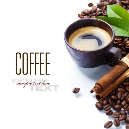 白い背景の上に新鮮なコーヒー 写真素材