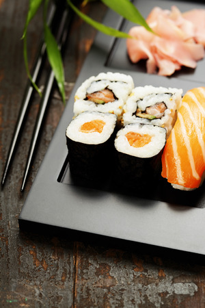 roll bar: Sushi set served on a plate