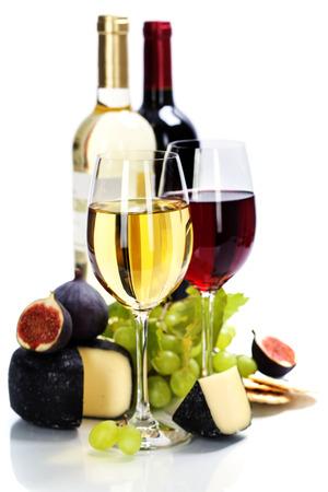 Vino, uvas y queso sobre blanco Foto de archivo - 26735909