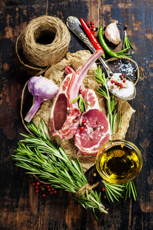 lamb shank: Raw lamb cutlets with vegetables, herbs and spices