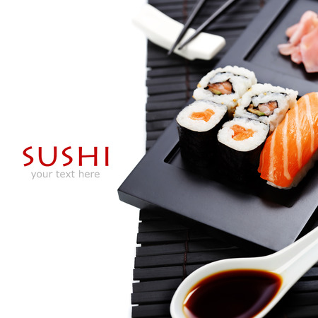 Sushi set servi sur un plateau Banque d'images - 27909131