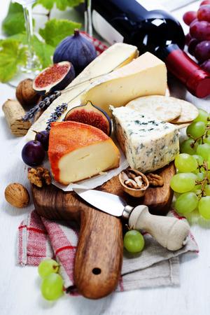 tabla de quesos: Vino y queso placa - de cerca la imagen