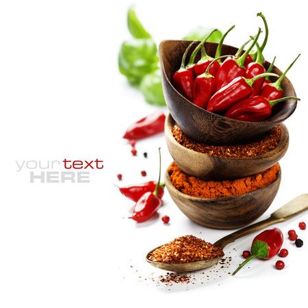 Red Hot Chili Peppers con hierbas y especias sobre fondo blanco - concepto el cocinar o comida picante Foto de archivo - 29655649
