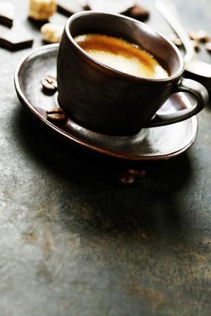 Koffie Espresso. Kopje koffie op een donkere achtergrond