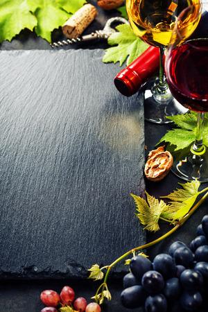 와인과 포도와 음식 배경. 복사 공간을 많이합니다. 스톡 콘텐츠