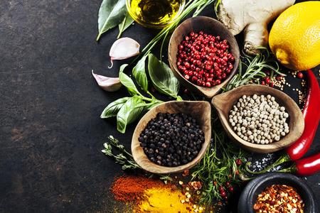 epices: Herbes et �pices s�lection, de pr�s