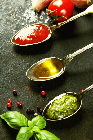 kalamata: Tomato sauce, olive oil and pesto - Traditional Italian cooking