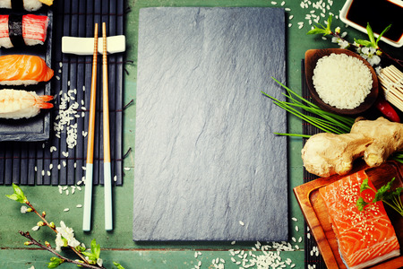 Aziatisch eten achtergrond (sushi en ingrediënten) Stockfoto