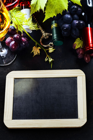 des vins: Food background with Wine and Grape.
