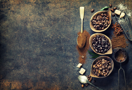 Top view of three different varieties of coffee beans on dark vintage background Imagens - 40390252