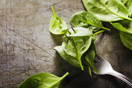 baby spinach: Spinach leaves on a fork - detox, diet or healthy eating concept