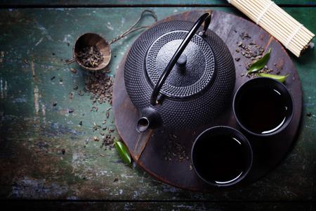 Hierro Negro juego de té asiático, estilo vintage Foto de archivo - 44248163