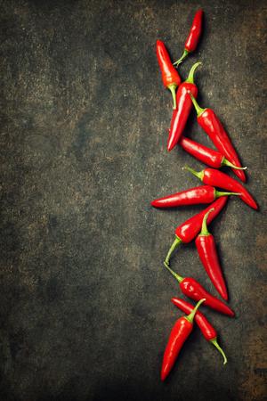 활발한 빨간색 멕시코 뜨거운 고추 고추 오래 된 배경