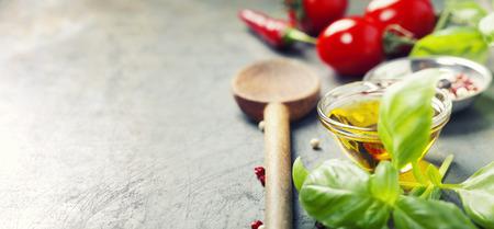 나무 숟가락과 오래 된 배경에 성분. 채식 음식, 건강, 요리 개념. 스톡 콘텐츠 - 45765680