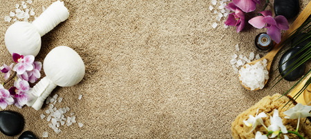 Spa fond (orchidée rose, timbres compresse de fines herbes, le sel de mer, serviettes et de massage pierres) Banque d'images - 49636711