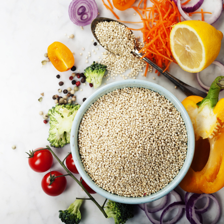 Bowl of healthy white quinoa seeds and fresh organic vegetables - Healthy Eating, Diet, Vegetarian or Cooking concept 스톡 콘텐츠