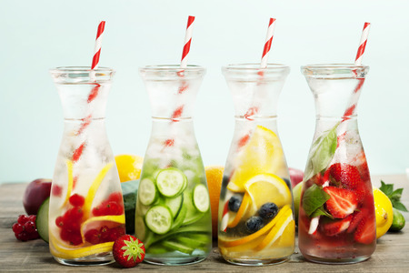 Detox fruit infused flavored water. Refreshing summer homemade cocktail Archivio Fotografico