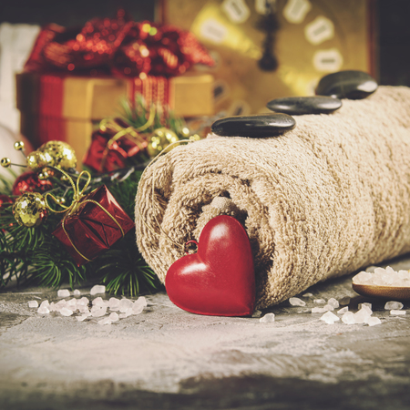 Spa composition with Christmas decoration. Holiday SPA treatment Foto de archivo