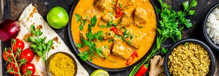 Traditionelles Curry und Zutaten
