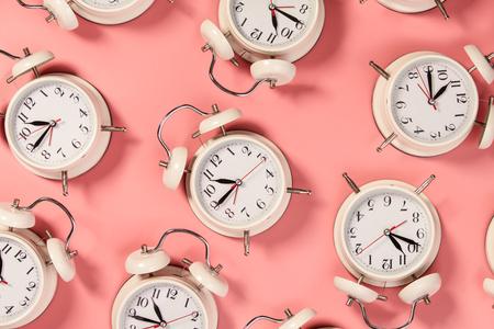 White alarm clock on pink Banco de Imagens
