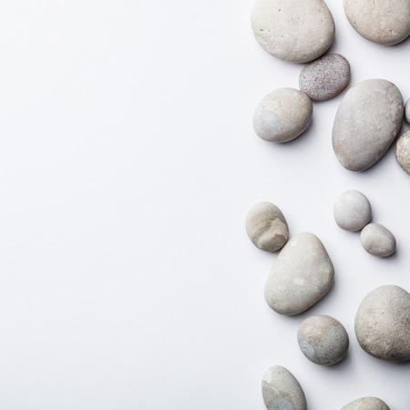 Spa-Hintergrund mit grauen Steinen, flache Lage, Kopierraum Standard-Bild