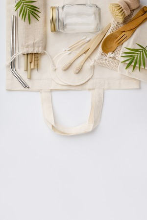 Natural color eco bags, reusable metal and bamboo straws, glass jars, wooden knifes and forks, zero waste cleaning and beauty products, flat lay Stockfoto - 122013267