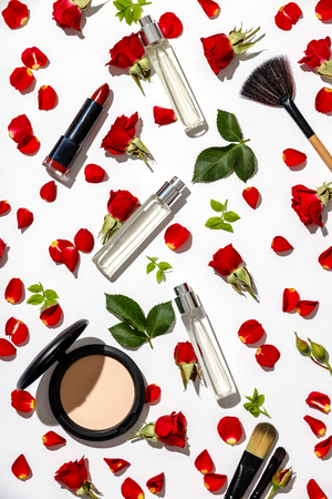 Bottles of woman perfume with cosmetic products and red roses on white background Standard-Bild - 123183014