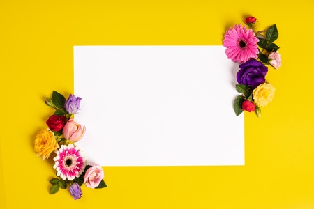 Creative layout made with beautiful flowers on yellow background. Standard-Bild - 123837761