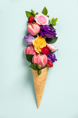 Ice cream cone with flowers and leaves. Summer minimal concept. Flat lay. Standard-Bild - 123837766