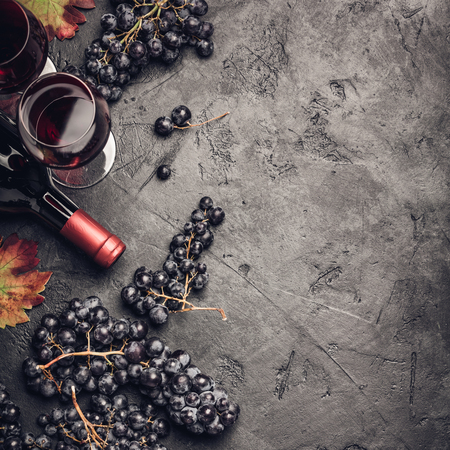 Wine composition on dark rustic background Standard-Bild - 124680751