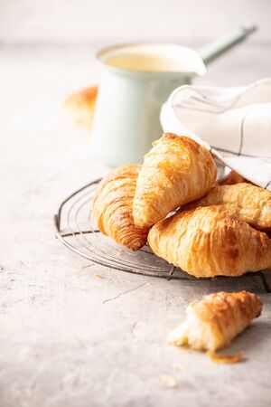 Morning coffee, croissants and spring tulips on light grey background, breakfast concept Stockfoto - 124959320