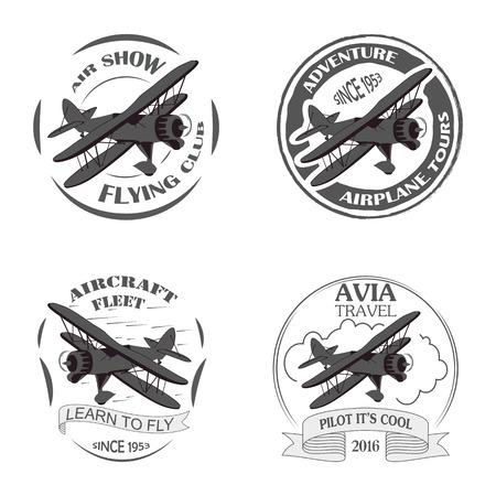 빈티지 비행기 상징. 복 레이블. 레트로 비행기 배지, 평면 디자인 요소입니다. 항공 우표 수집 공중 로고 및 로고 타입. 비행 우표, 파일럿 아카데미 기