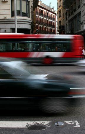 Motion niewyraźne prowadzenia samochodów przez miasto