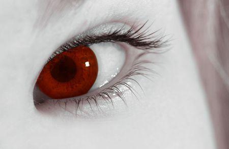 Как сделать себе красные глаза видео