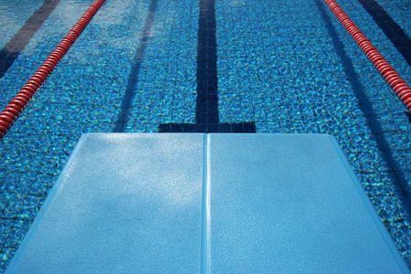 Widok nowiutki basen z nurkowania pokładzie