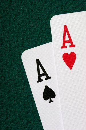 texas hold em: Embolse las tarjetas del agujero de los as - la mejor mano que comienza en p�ker del holdem de Tejas Foto de archivo