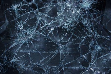 glass broken: Shattered ventana superficie con grietas en todo
