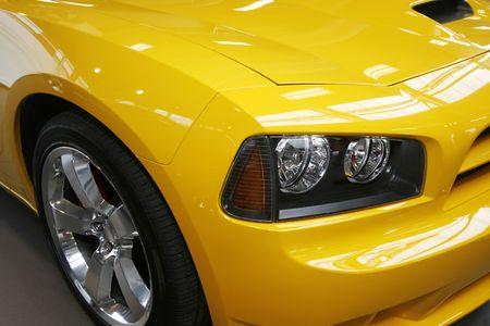 Close-up nowego samochodu nowoczesne mięśni