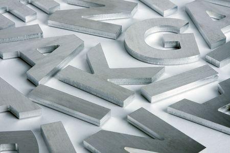 Stilvolle Buchstaben ausschneiden aus poliertem Stahl  Lizenzfreie Bilder - 3111739