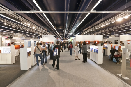 FRANKFURT, GERMANY - OCTOBER 8 2010: Visitors at the Frankfurt Book Fair. Publikacyjne