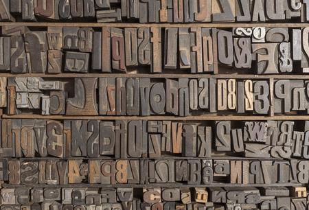 Verzameling van verschillende houtsoort letters voor afdrukken Stockfoto