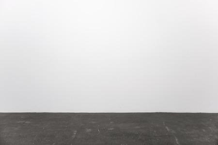 piso piedra: Interior minimalista con un piso de pared y piedra blanca vac�a