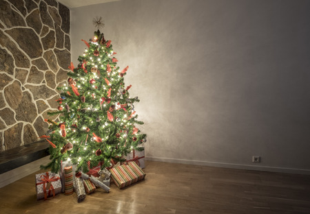 decorated christmas tree: Beautiful illuminated christmas tree in a living room