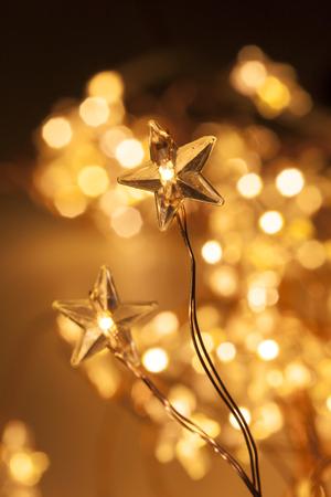 Światła: Piękne oświetlenie świąteczne strzał zbliżenie z selektywnej focus