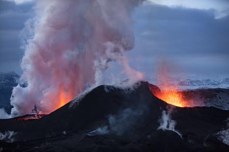 아이슬란드의 Eyjafjallajokull에서 화산 폭발