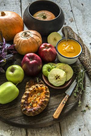 pumpkin pie: Pie, pumpkin puree, apples, pumpkin