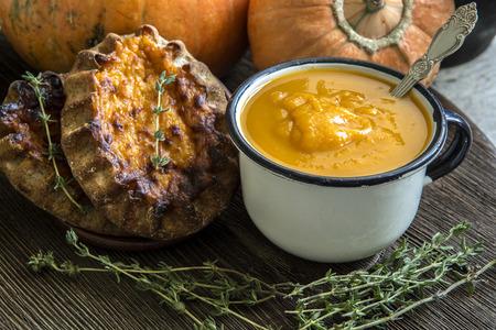 pumpkin pie: Mashed pumpkin, pie, thyme