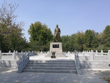 Li Chun bronze statue