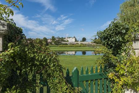 Chateau Lafite-Rothschild met tuin en Omheining in Saint-Estephe Medoc Frankrijk.
